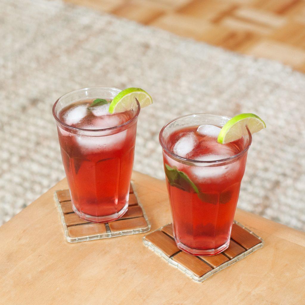 Две чаши с коктейли